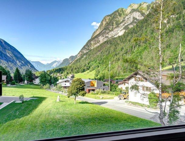 hotel-lun-brand-brandnertal-vorarlberg-uitzicht.jpg