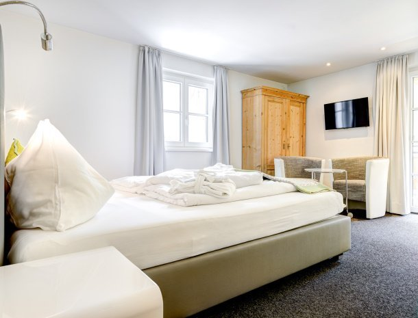 hotel-lun-brand-brandnertal-vorarlberg-slaapkamer-zitje.jpg