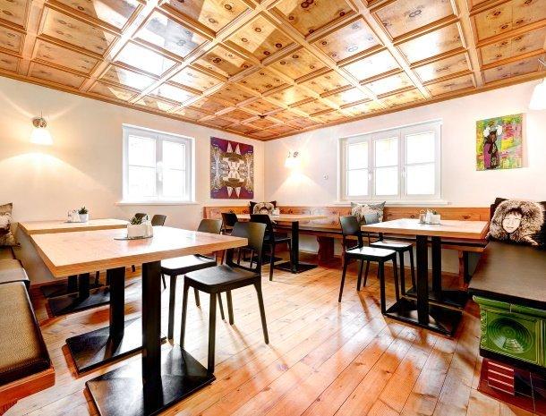 hotel-lun-brand-brandnertal-vorarlberg-lounge-grenenhout.jpg