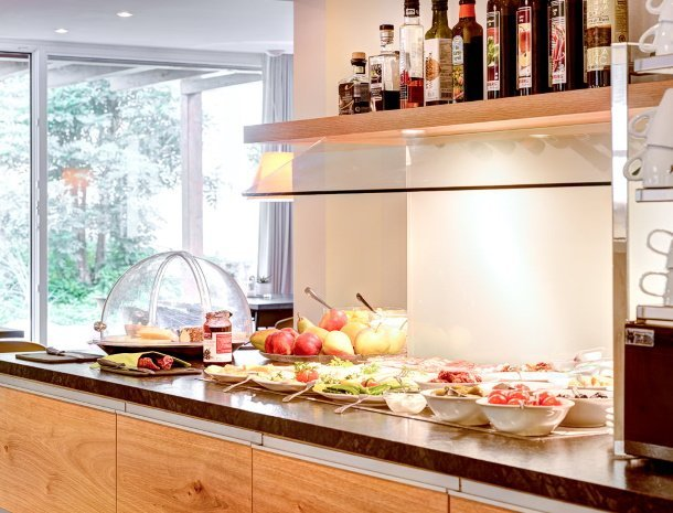 hotel-lun-brand-brandnertal-vorarlberg-ontbijtbuffet.jpg