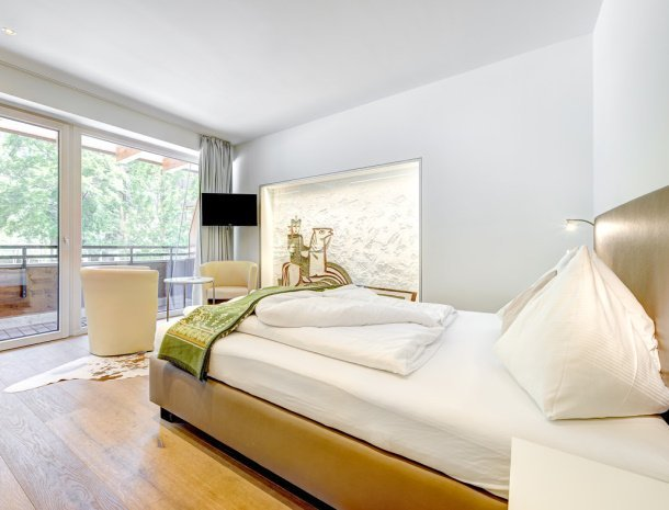 hotel-lun-brand-brandnertal-vorarlberg-slaapkamer-balkon.jpg