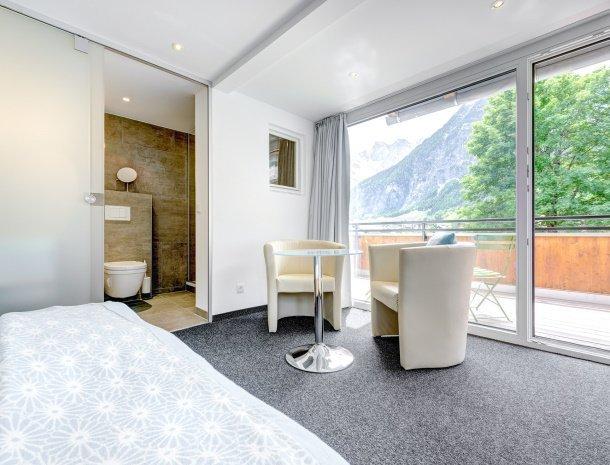 hotel-lun-brand-brandnertal-vorarlberg-slaapkamer-badkamer.jpg