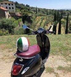 op-de-vespa-door-toscane-sunna-travel.jpg