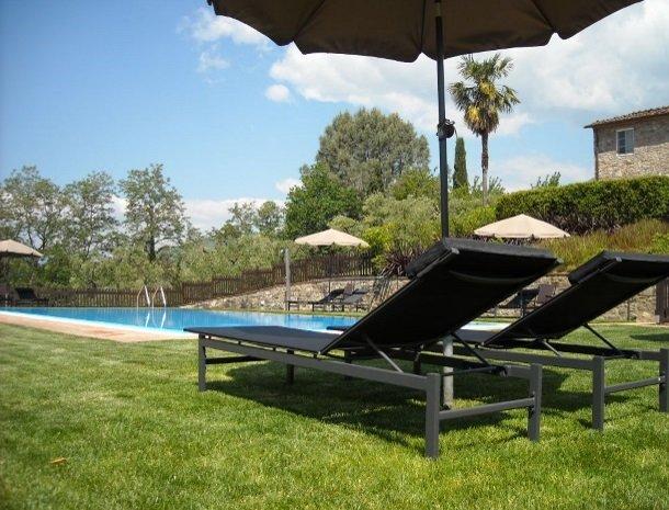 colledibordocheo-lucca-ligstoel-zwembad.jpg