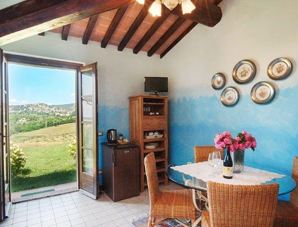 agriturismo gatto giallo montegabbione kamer blauw uitzicht.jpg