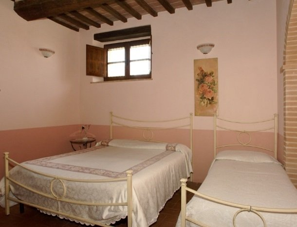 agriturismo-il-felcino-umbrie-appartement-biancospino-slaapkamer.jpg