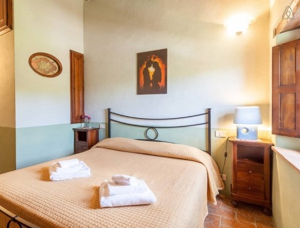 agriturismo-il-felcino-umbrie-appartement-rosa-canina-slaapkamer.jpg
