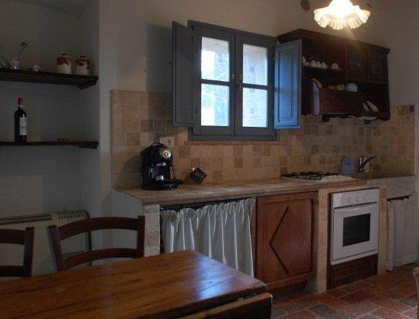podere-alberese-asciano-toscane-keuken-appartement.jpg