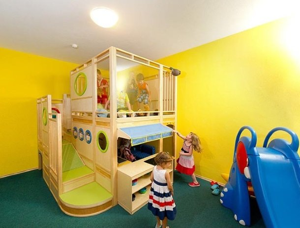 hotel bergzeit-grossarl-speelkamer.jpg
