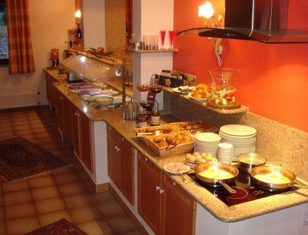 hotel-karntnerhof-presseggersee-ontbijtbuffet.jpg
