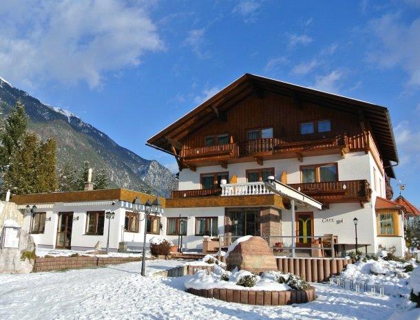 hotel-karntnerhof- presseggersee-winter.jpg
