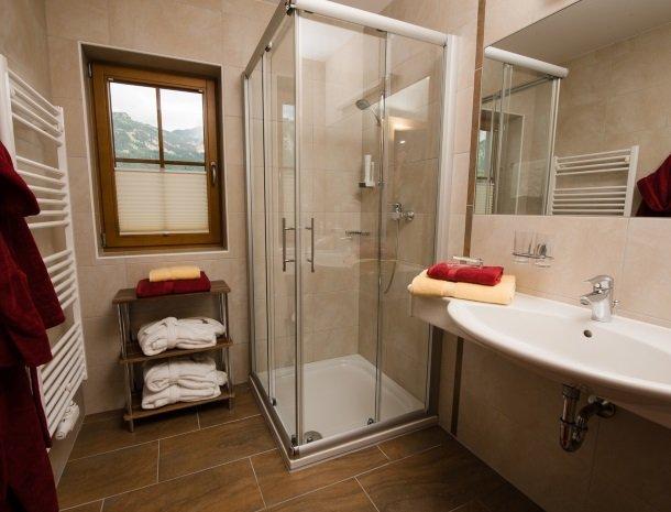 hotel kirchenwirt - badkamer.jpg