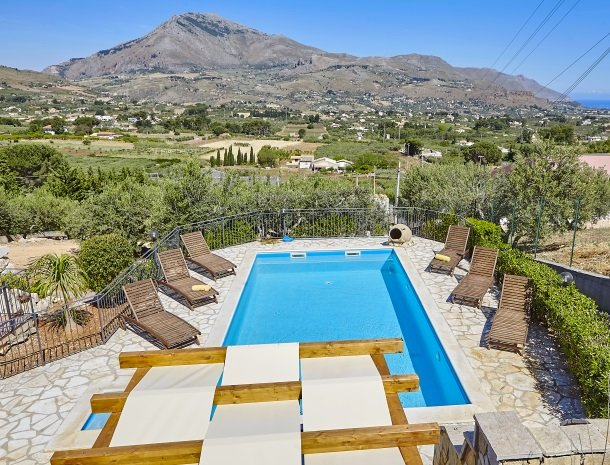 villa olimpia sicilie het zwembad.jpg