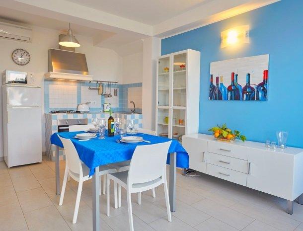 villa-daniela-sicilie-keuken.jpg