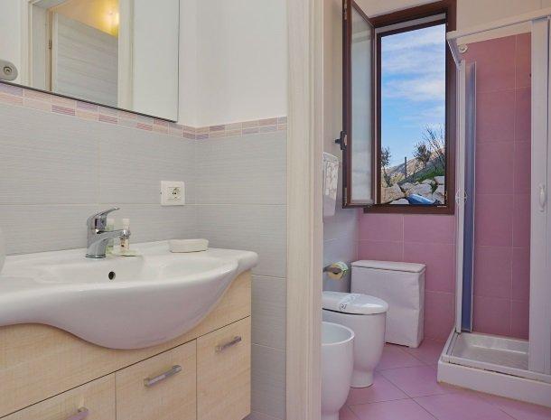 villa-daniela-sicilie-badkamer.jpg