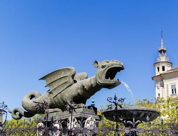 lindwurmbrunnen-in-klagenfurt.jpg