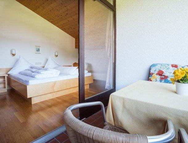 alpenapart-montafon-tschagguns-vorarlberg-appartement-6-slaapkamer-balkon.jpg